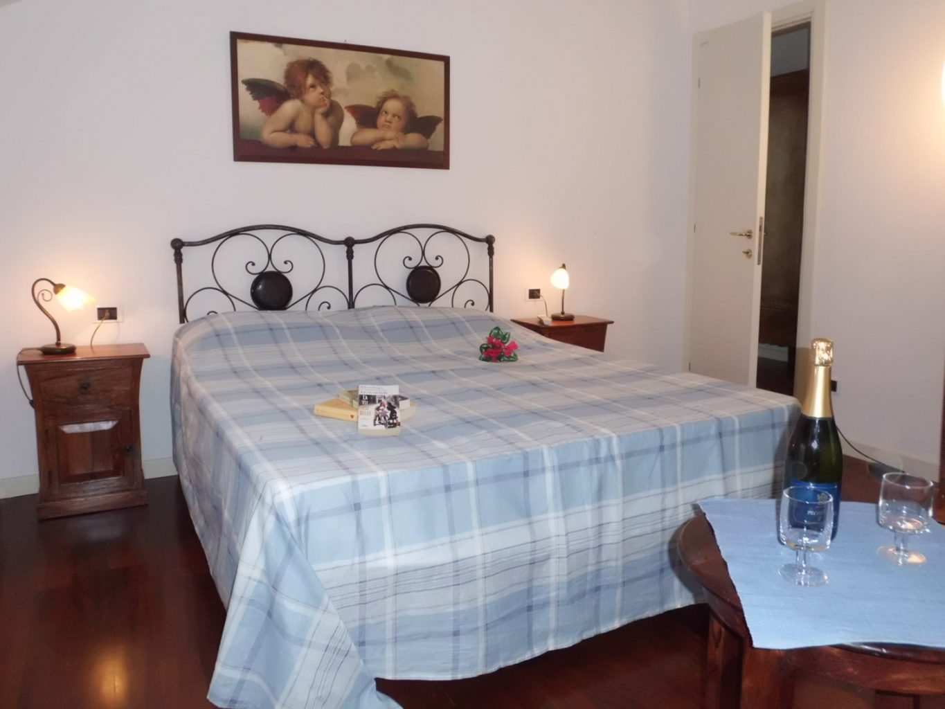 bellagio apartment historia double bed