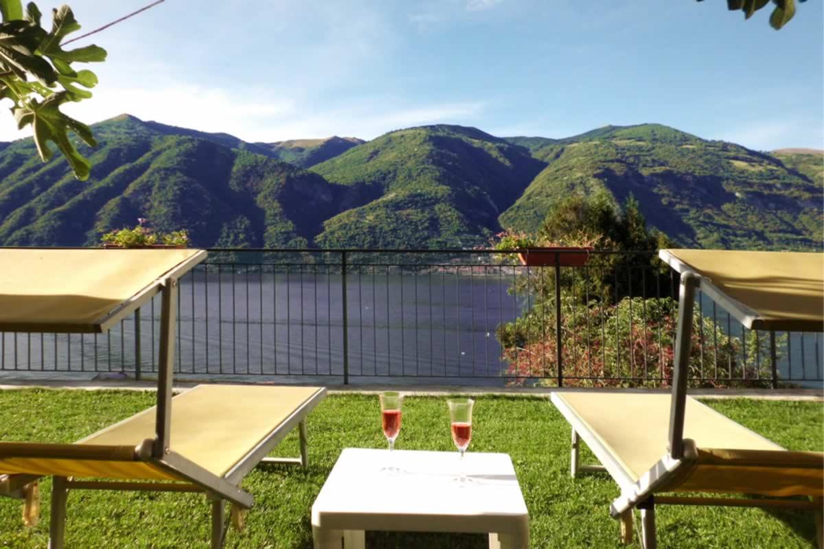 bellagio villas private garden on the lake