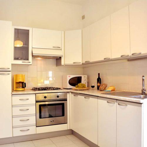 lake como apartments aida kitchen