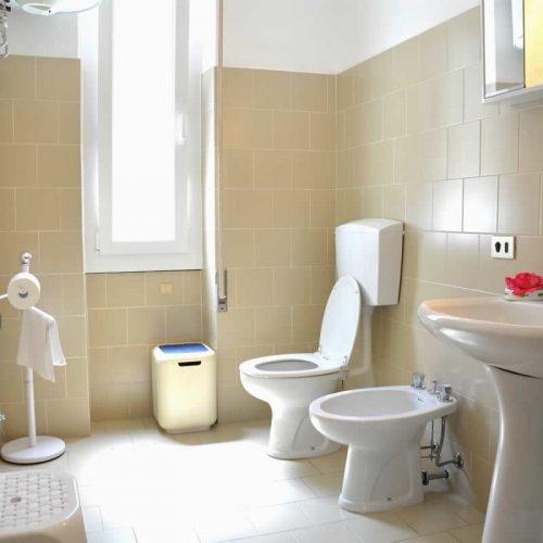 lake como property il trovatore bathroom