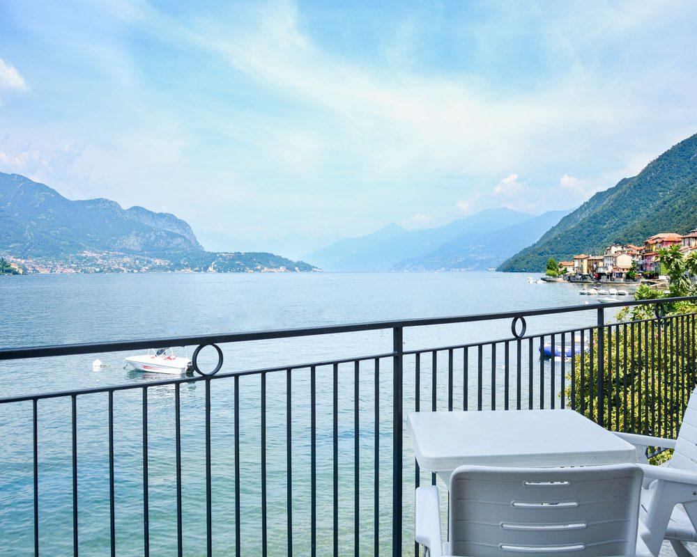 italian lakes holidays turandot apartment balcony bellagio.fw