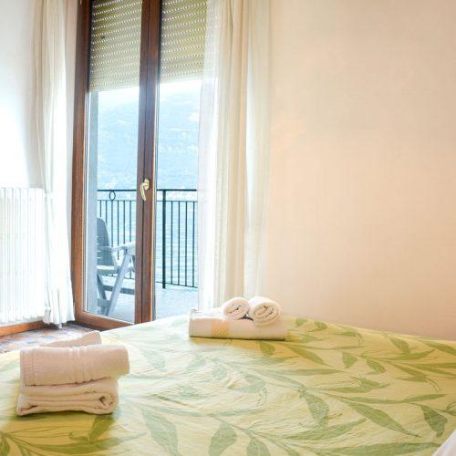 italian lakes holidays turandot apartment bedroom first.fw